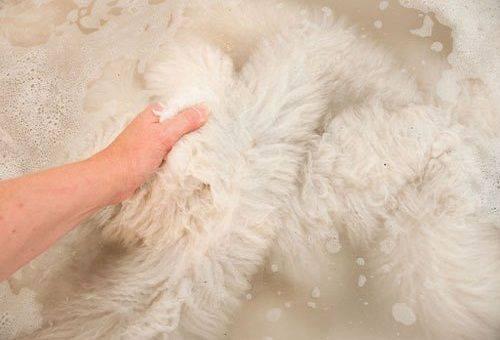 стирка изделия из овчиной шкуры