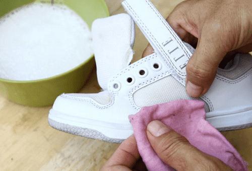 чистка белой обуви