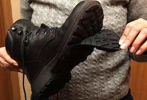 Отклеилась подошва на ботинке