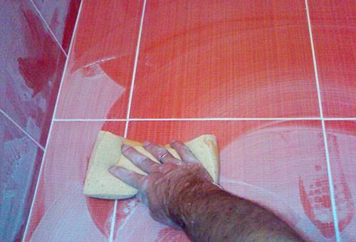 Чем отмыть затирку с рельефной плитки