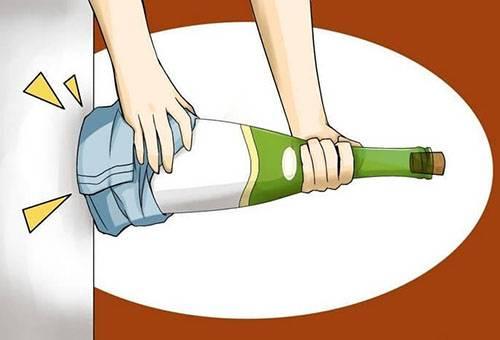 Выбивание пробки из бутылки