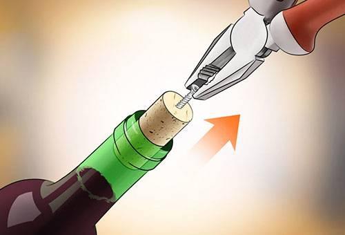 Извлечение винной пробки плоскогубцами и шурупом