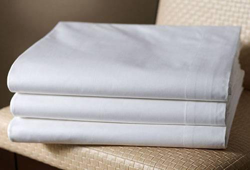 Чистые белые скатерти