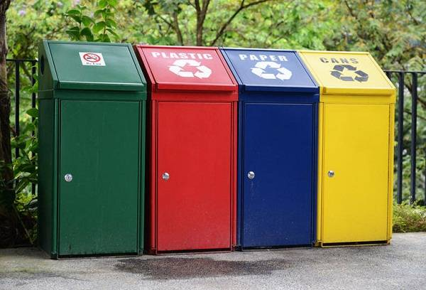 Отдельные контейнеры для мусора