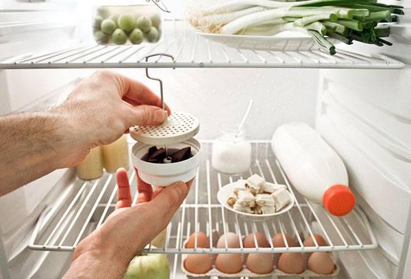Приспособление для удаления запаха из холодильника