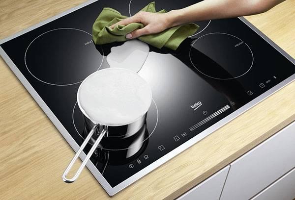 Очистка керамической плиты от молока