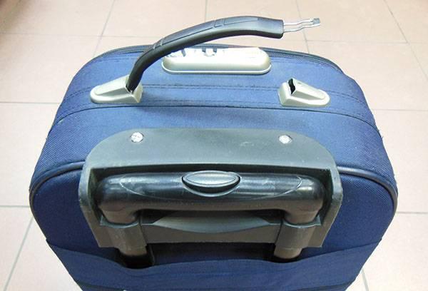 Сломанная ручка чемодана