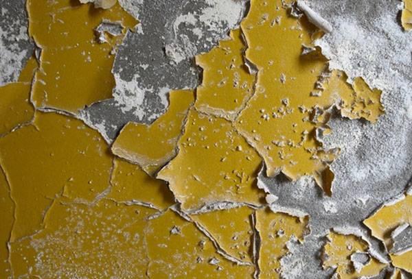 Старая масляная краска на стене