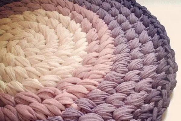 Вязаный коврик из капроновых колготок