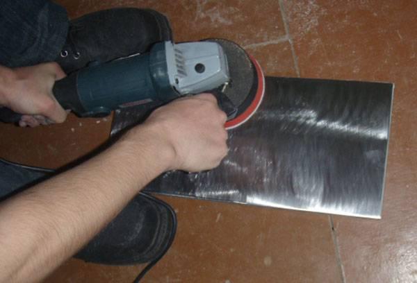Снятие старой краски с листа металла болгаркой