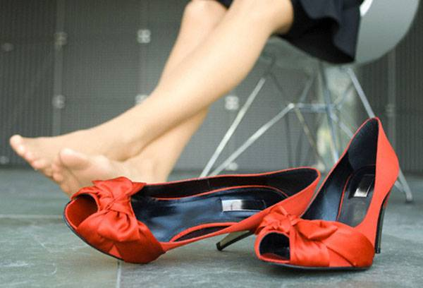 How to distribute shoes that rub the heel: the best ways