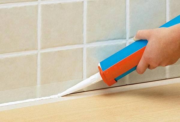 Применение герметика в ванной