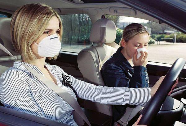 девушки в автомобиле