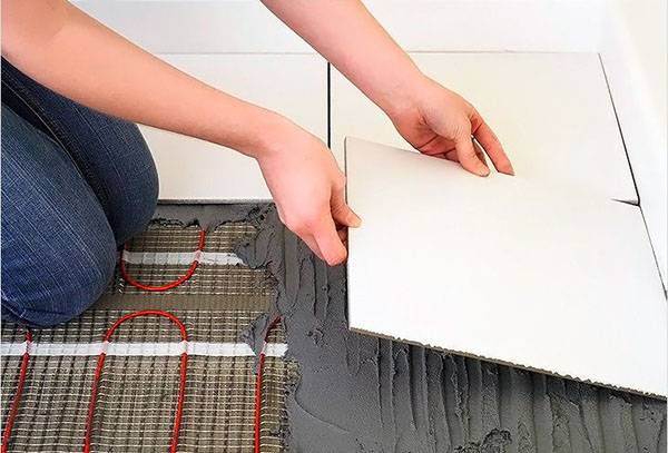 Укладка теплого пола на термостойкую клеевую смесь