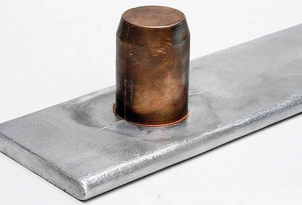 Склеенный металлические детали