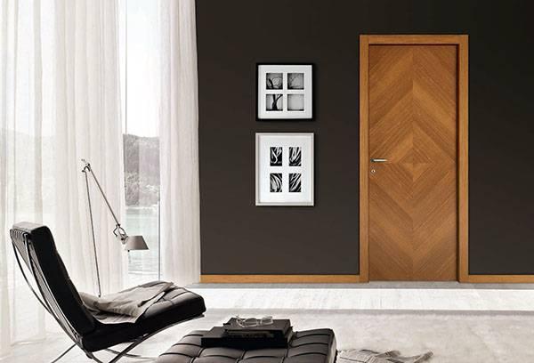 Дверь, обновленная самоклеящейся пленкой