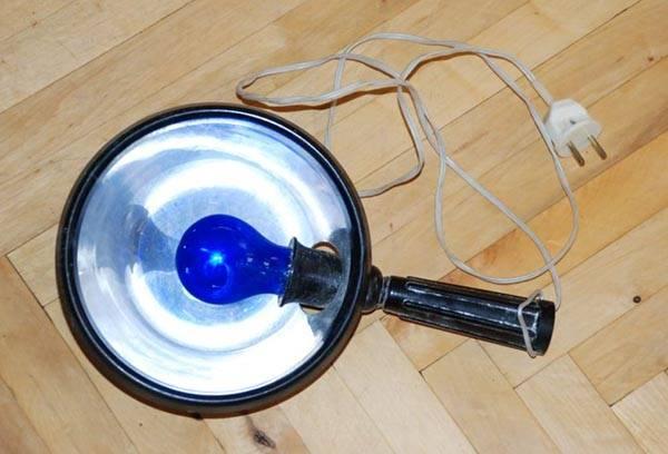 Старая ультрафиолетовая лампа