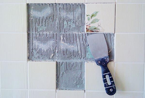 Демонтаж плитки со стены