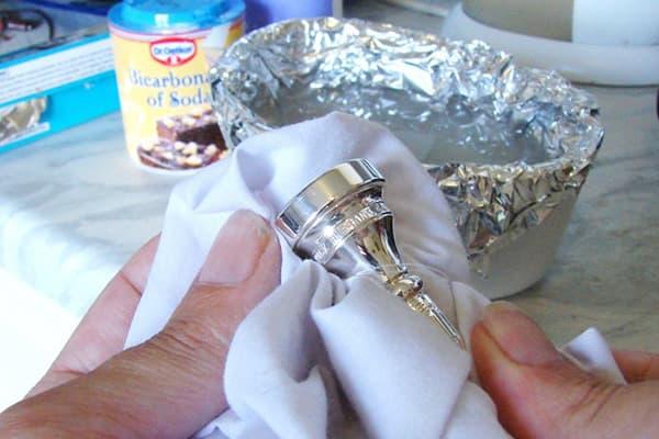 Чистка серебряной посуды