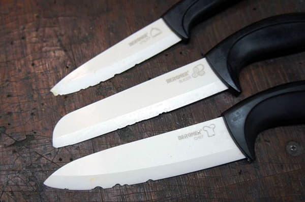 Старые керамические ножи со сколами