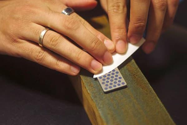 Заточка керамического ножа на точильном камне