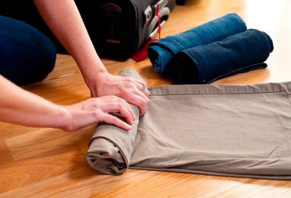 Складывание брюк перед поездкой