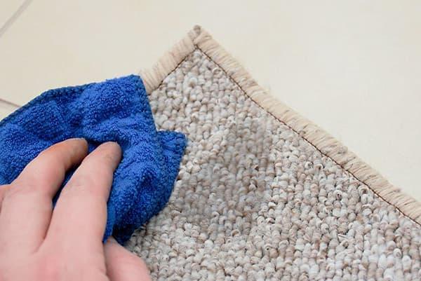 Мокрое пятно на ковре