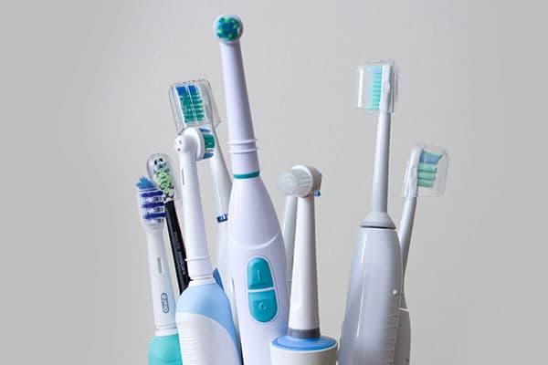Разные виды электрических зубных щеток