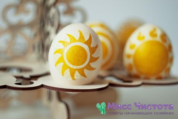 Так вы еще не пробовали: покраска яиц на Пасху с помощью цветных салфеток