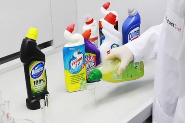 Тестирование чистящих средств для унитаза