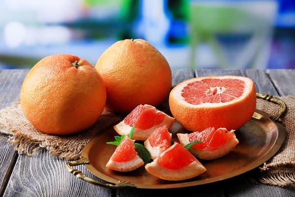 Нарезанный кусочками грейпфрут