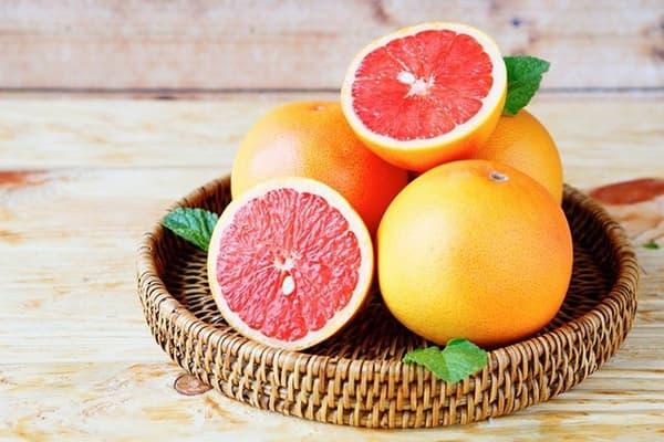 Свежие грейпфруты