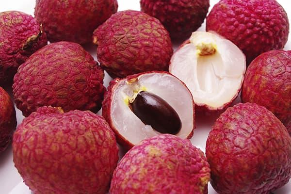 Спелые плоды личи