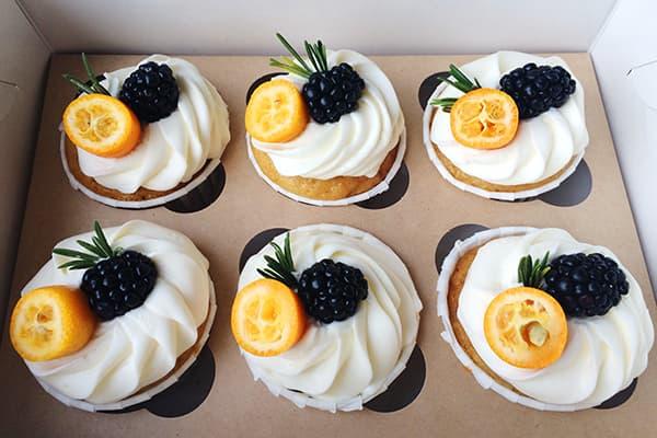 Кумкват как украшение десерта