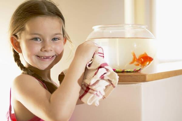 Девочка с аквариумом