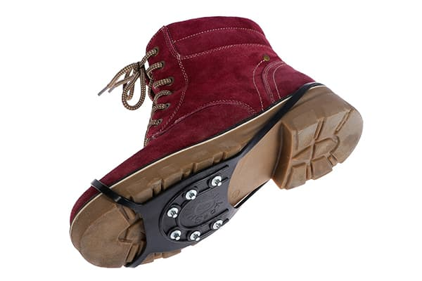 Ледоступ на подошве зимнего ботинка