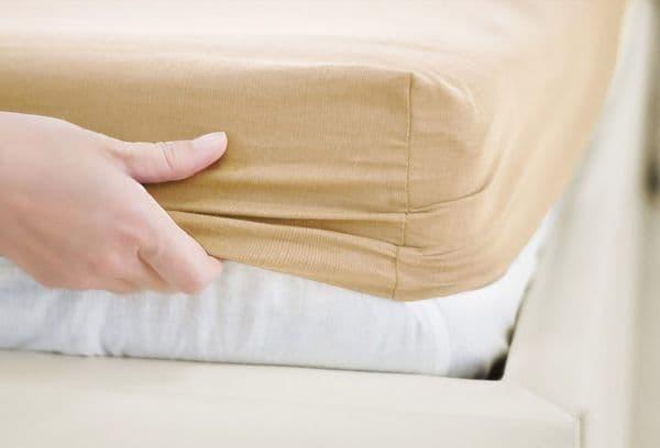 Съезжающее постельное бельё