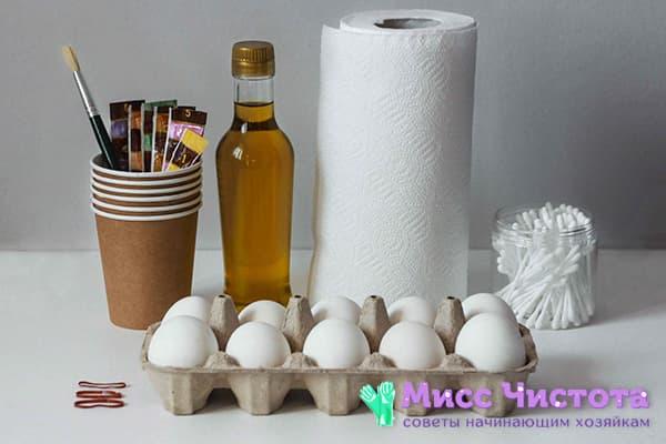 Все необходимое для покраски яиц салфетками и пищевыми красителями