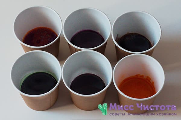 Разведенные пищевые красители в стаканчиках