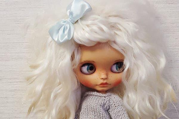Кукла с искусственными волосами