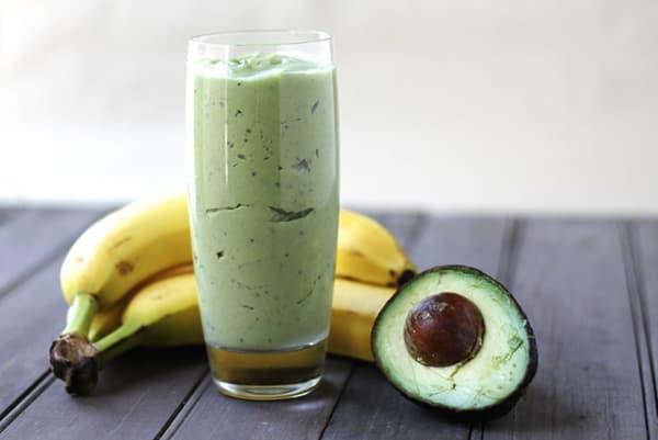 Бананово-авокадный смузи