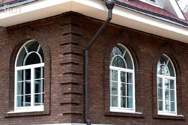 Арочные окна в доме