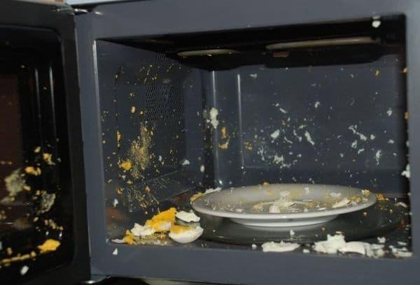 яйцо взорвалось