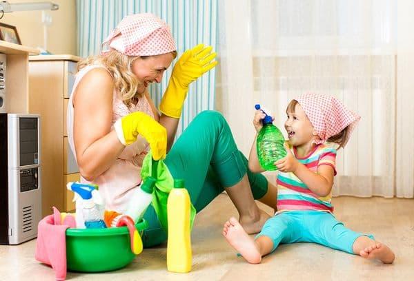 Совместная уборка с ребенком
