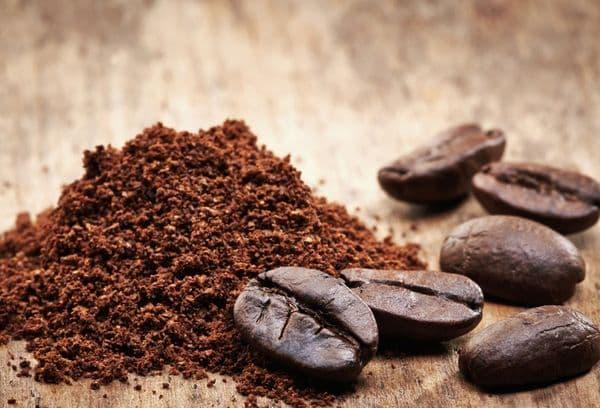кофейные зерна и гуща