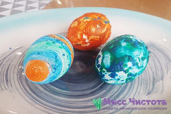 Яйца, раскрашенные восковыми мелками