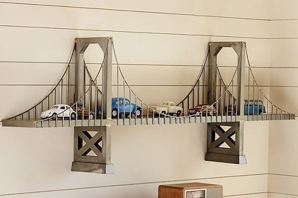 Полка в виде моста