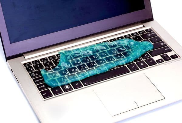 лизун на клавиатуре
