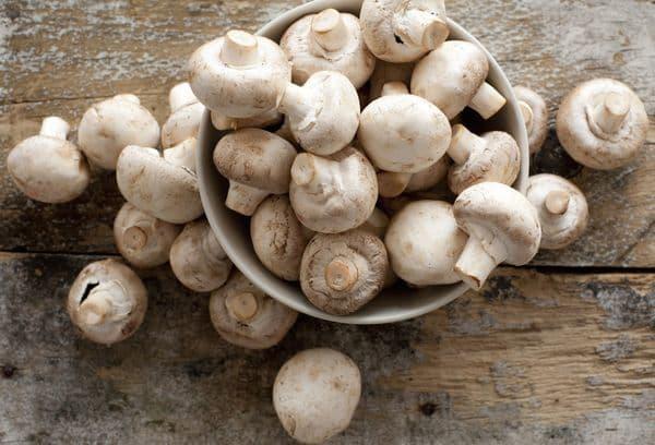 миска с грибами