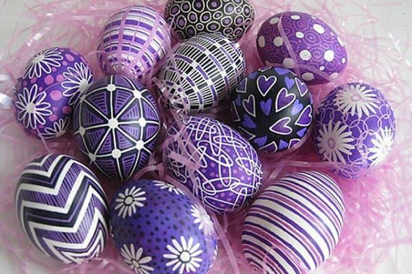 Пасхальные яйца, раскрашенные маркерами